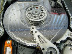 Recupero dati da un hard disk Seagate aperto fuori dalla Camera Bianca