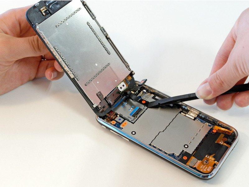 recuperare i dati da un cellulare rotto con il chip off